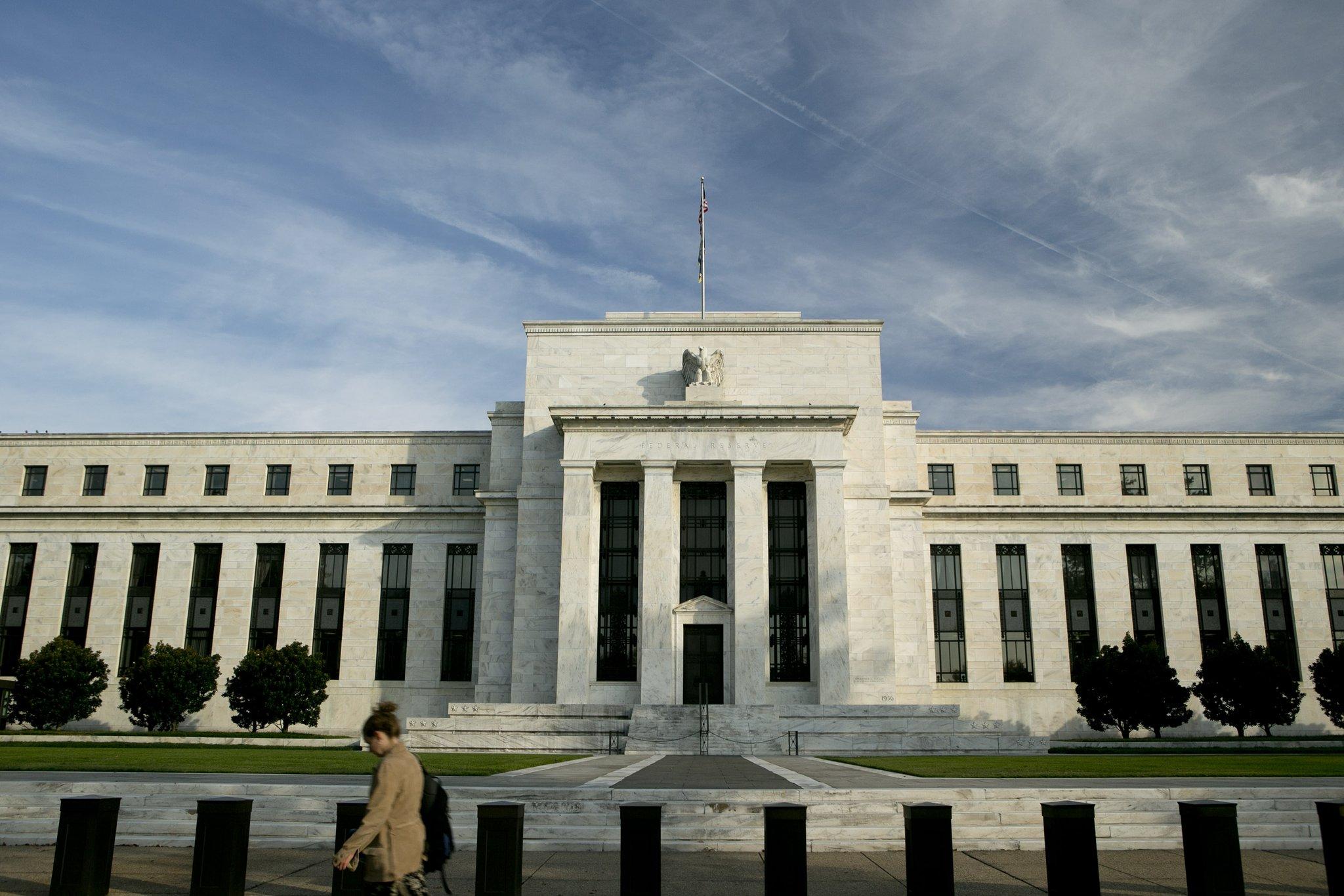 美联储决议将至,金价小幅上涨,油价下跌