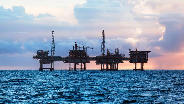 原油价格展望:飓风来袭重击美国原油库存,油价回到月度开盘水平