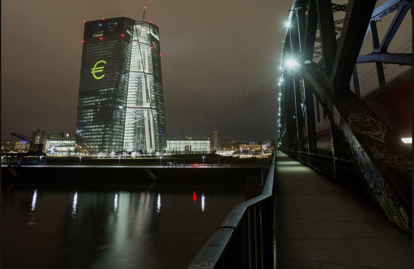 歐央行調整政策語言,歐元上浮下落