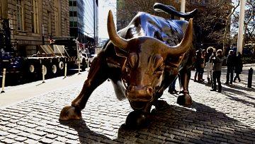 美股简报∶美股指数在纪录高位整理,标普500填补本周跳空缺口後回升