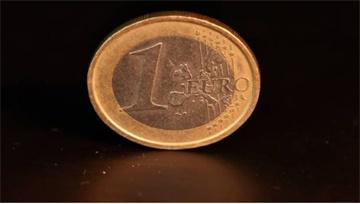 【DailyFX首创两图PK】4月23日欧元短期走势分析